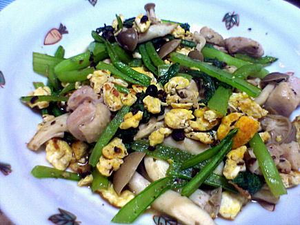 鶏と小松菜のトウチ炒め煮