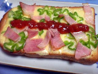 くろねこパンのピザトースト