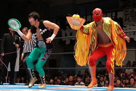 新日本プロレス ヨシタツがボーンソルジャーの正体をバラす 10.30 後楽園ホール