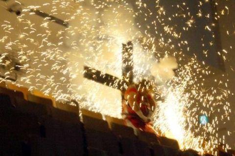 長与千種(52)、工藤めぐみ(47)の救出に成功するも、TARUの襲撃受け十字架爆破される