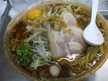 覆麺大盛り〜黒帯5段につき生玉子&青唐辛子サービス