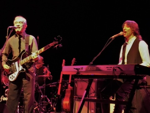 Ron Griffiths joins BADFINGER on stage for Come and Get It