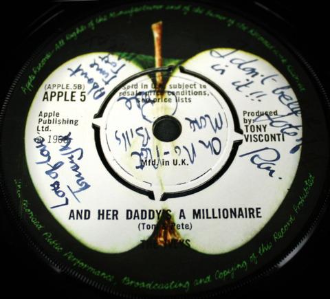 Iveys fully signed single Apple 5
