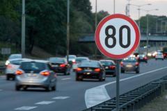 車の「法定速度」「最高速度」「制限速度」の違いとは