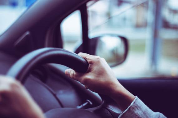 スピード違反で取締りを受けた経験ある?50・60代男性に目立つ傾向も