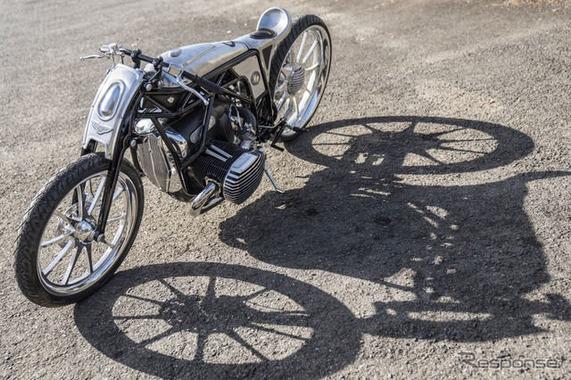 【悲報】BMWさん、変なバイクを発表してしまう