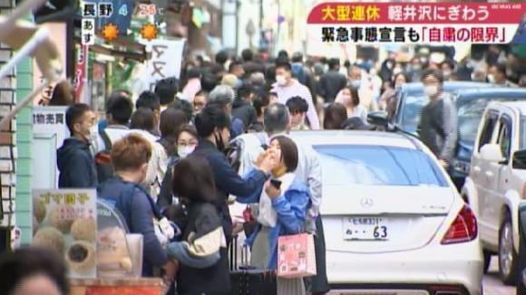 連休の軽井沢、多くの観光客で賑わう