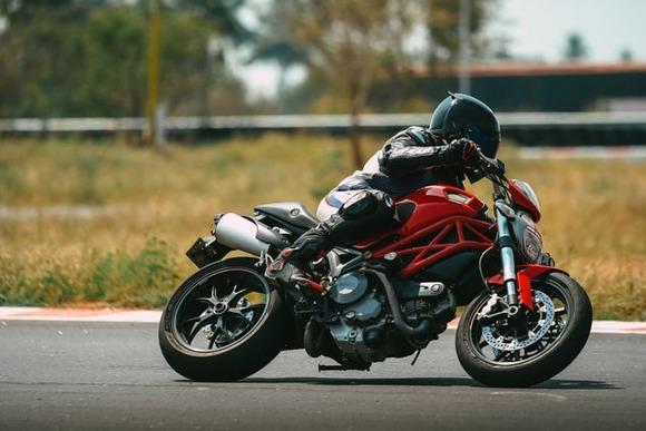 【悲報】バイクに乗るメリット、「ロックな気分になれる」しか無かった……