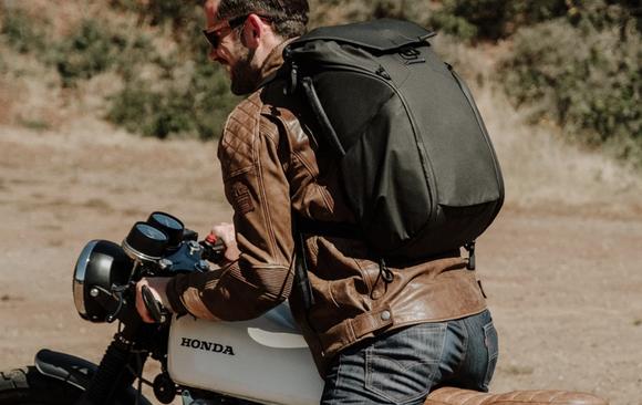 バイク通学するんだがオススメのリュックある?
