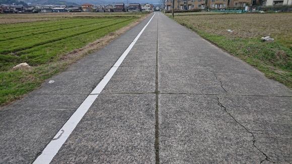 日本って道路ボロボロなのなんで?