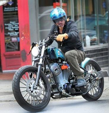 ブラッドピットのバイクがめちゃくちゃかっこいいwwwwwwww
