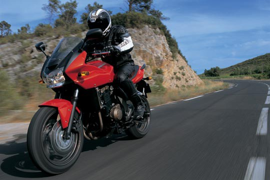 高速道路で250ccバイクいると必死感あっていいよな