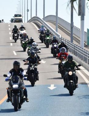 本日8月19日はバイクの日、ライダー達がツーリング楽しむ