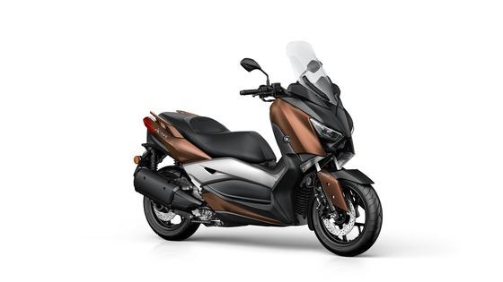 2017-Yamaha-X-MAX-300A-EU-Quasar-Bronze-Studio-001