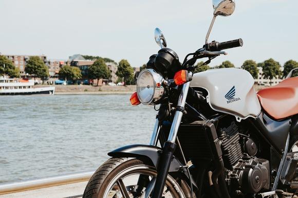 バイクって冬は寒いし夏は暑い最低の乗り物だよな