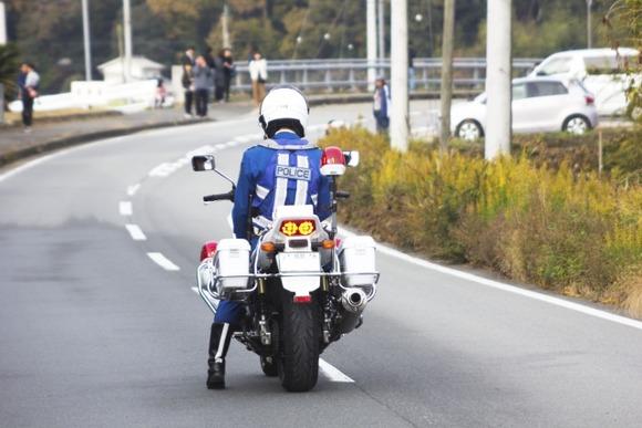 白バイが1300ccのバイクを使ってるのはバイク警官の腕に自信が無い証拠