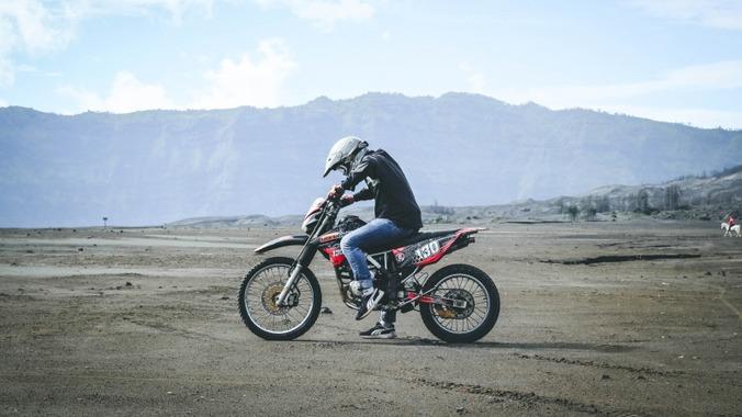 dirt-motorbike-helmet-sand