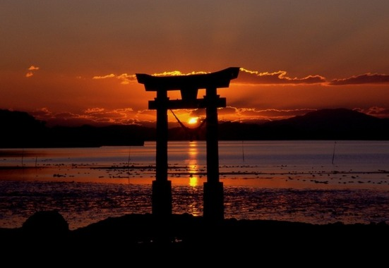 tori-gate-at-sunset