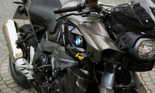 motorcycle-bmw-motor-cylinder-shiny-reflection
