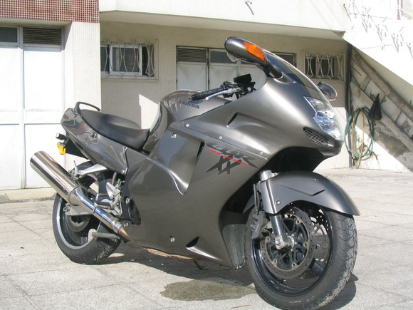 Honda_CBR_1100XX_SuperBlackbird2