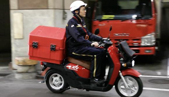 【朗報】バイクのEVシフトがガチで進む、郵便局の赤いバイクも電動化