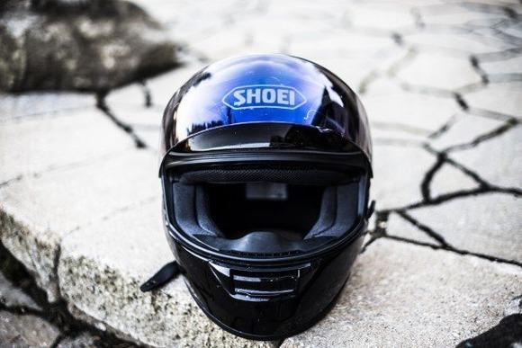 バイクのヘルメット買いたいけど店入りづらすぎてワロタ