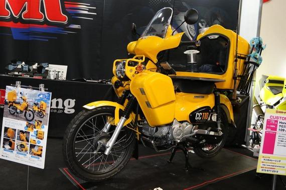 大阪モーターサイクルショーで発見、新型クロスカブの積載・収納力を10倍する方法