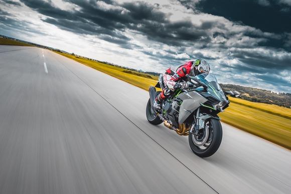 バイク(安い、カッコいい、車と同じ速度出せる、場所取らない)←こいつが覇権取れない理由