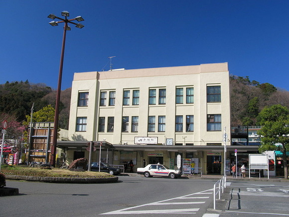 960px-Ome_Station_Station_Building_1