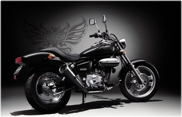 【悲報】バイク乗りワイ、信号待ちでマグナ50の横につけてしまう