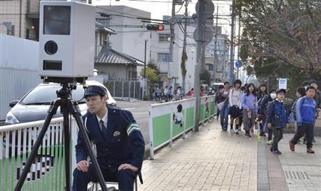 兵庫県警、生活道路に可搬式のオービス運用を開始