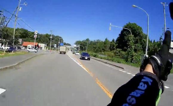 見知らぬバイク同士が道路ですれ違う時に手をあげて挨拶を交わすのってやってる人いるの???