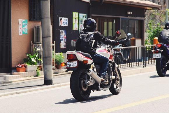 若者のバイク離れ、バイク販売台数激減で「絶滅の危機」