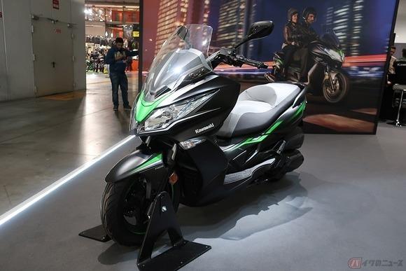 カワサキが新型「J300」発表、デザインはまさにスクーター版「Ninja」