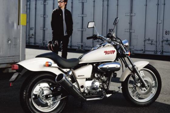 原付の免許取ってマグナ50ってバイク買おうと思うんやけど20万で足りる?