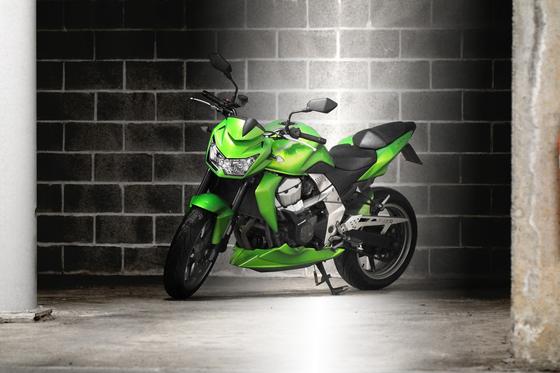 garage-motorcycle-kawasaki-z750