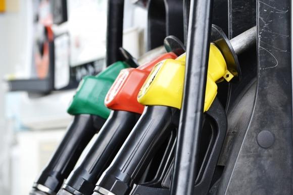 【悲報】ガソリン価格上昇止まらず、コロナ前の水準まで逆戻りか