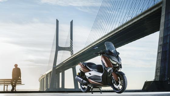 2017-Yamaha-X-MAX-300A-EU-Quasar-Bronze-Static-001
