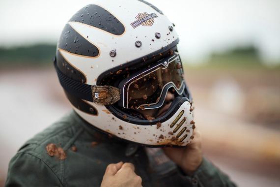 ヘルメット被るのすっげー疲れる