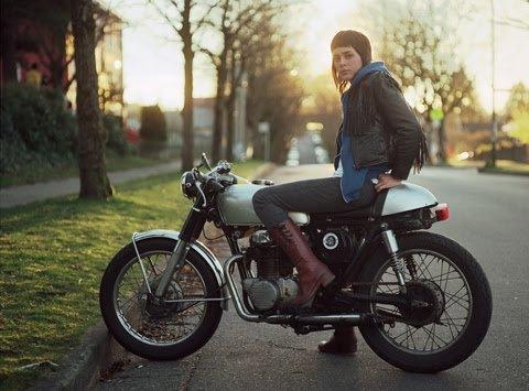美女だけどバイクの免許受かったからオススメのバイク教えて