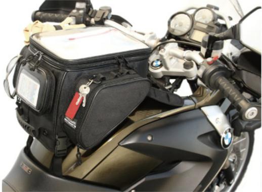 バイクのミッションに乗ってる人って荷物どこに置いてんの?