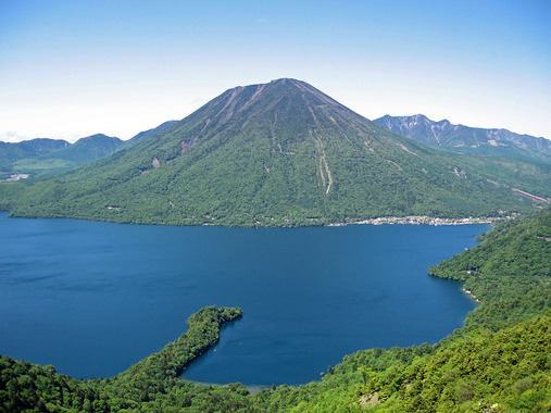 1200px-Mount_nantai_and_lake_chuzenji