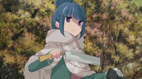 ゆるキャン△のしまリンって鉈やらナイフやら原付に積んで走り回ってるけどさwwwwww