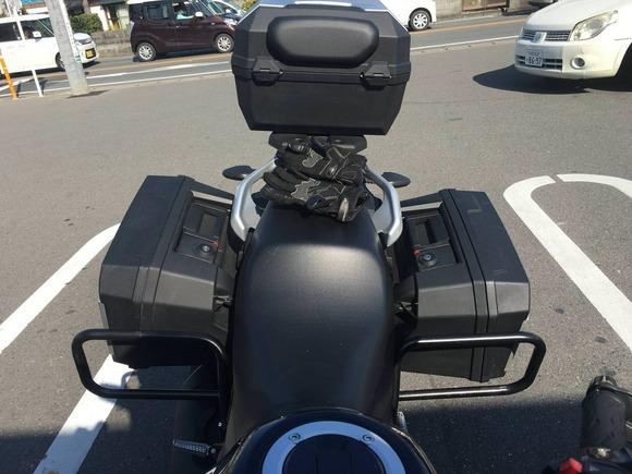 バイクの後ろにボックスつけてるやついるけどあれネジはずされて持ってかれたら終わりじゃね?