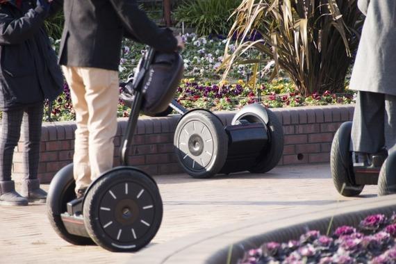立ち乗り電動二輪車「セグウェイ」に乗っていた男性転倒、意識不明の重体