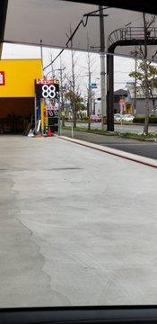 【朗報】ガソリン価格下落、100円を切るスタンドも続々登場