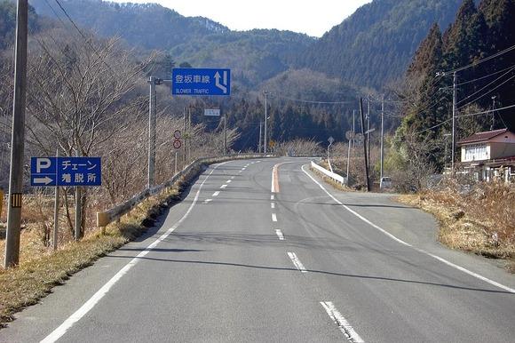 山を走る国道にある「登坂車線」って本当に必要なのか?