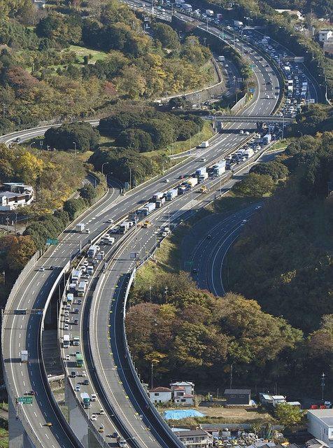 我慢の三連休、東名下りは渋滞…箱根のカップル「息苦しかった。旅行を楽しみたい」