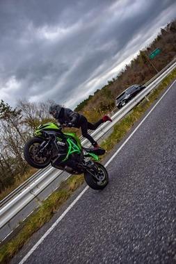 【悲報】陰キャバイク乗りさん名阪国道でイキリ倒してしまう