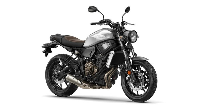 2018-Yamaha-XSR700-EU-Garage-Metal-Studio-001